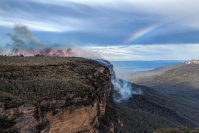 gregory_lake_fire_&_rainbow_wentworth_falls_1